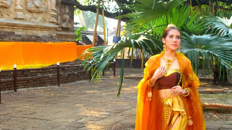 Volunteering Thailand thai clothes