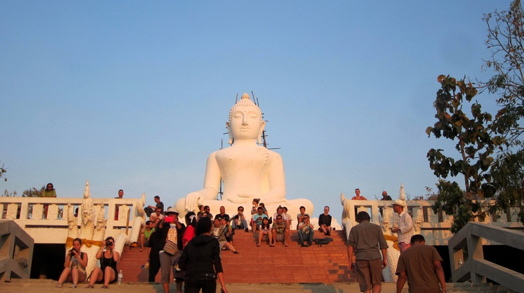 Volunteering Thailand statue