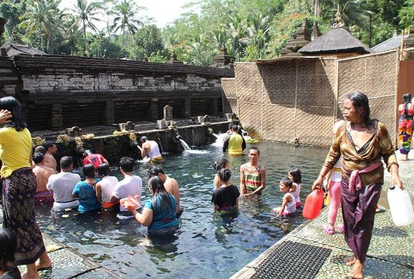 Volunteering in Bali water